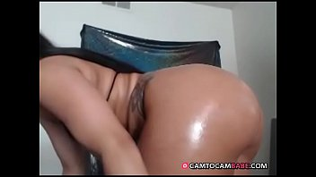 Ebony oils her fat ass live show on webcam xxx