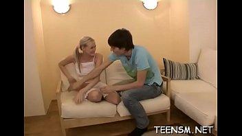 Babe shows kewl blowjob skills