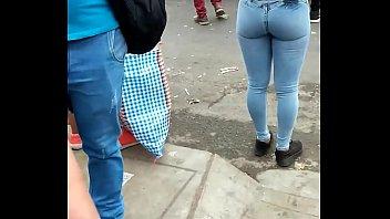[Ni&ntilde_a] Rico culo en jeans Apretados