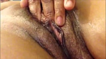 Makes her Mature Pussy Squirt