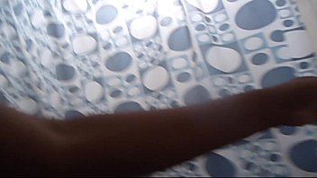 espiando a sobrina en la ducha