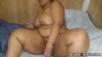 japanese plumper fucktoys her slit