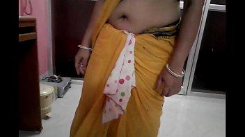 wifey showcasing her massive deep abdomen button crevasse.
