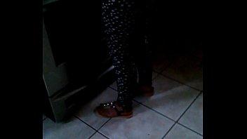 mi primo mirando el culito de mi tia