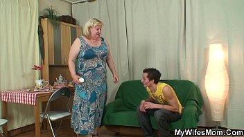 xxl tited mummy inlaw satiates him