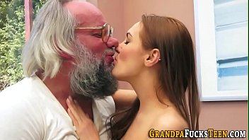 Teen whore gets creampied