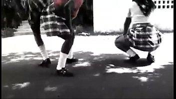 Estudiantes boricuas perreando