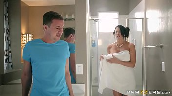brazzers - step sonny catches reagan foxx in.