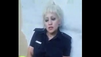 Argentina polic&iacute_a puta hermosa