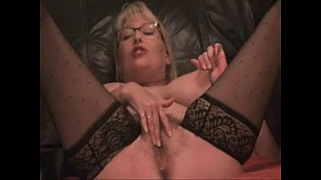 Hot Mom Begs to Squirt - More at MOISTCAMGIRLS.COM