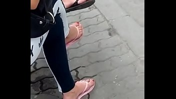 candid feet in roll-flops vid 20180626.