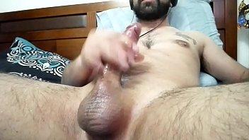 chico chileno masturb&aacute_ndose a full