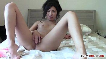 japanese sweetheart fingerblasting her puss