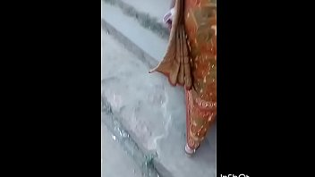 indian thick bum flash in aunty.