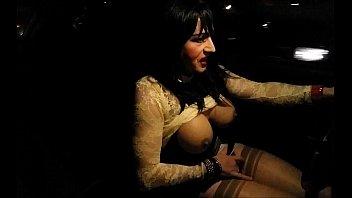 seins nus dans la circulation