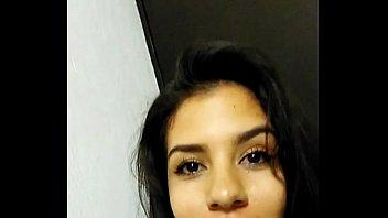 jovencita latina se muestra todo su cuerpo parte 1