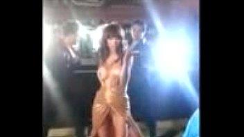 anushka sharma hooters shown during shooting scorching cleavage.