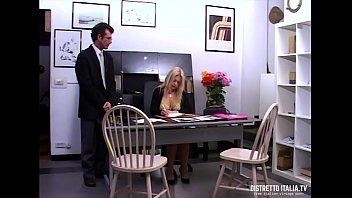 quella zoccola del mio capo vuole che le.