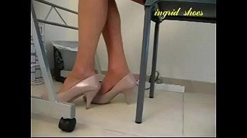 cams4freenet - assistant shoeplay under desk