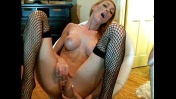 ella se masturba para la camara