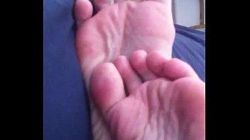 novinha mostrando os pezinhos feet 36.
