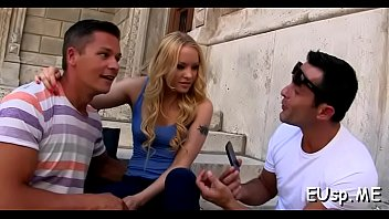 insatiable pornstart gets her raw crack finger-plumbed and.