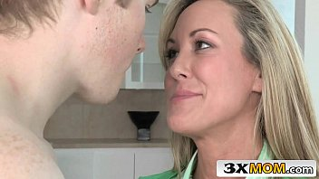 hook-up therapist cougar helps youthful duo - brandi.