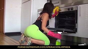 OPERACION LIMPIEZA - Hardcore oiled up sex for Colombian cleaning lady Daniela Robles