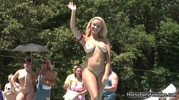 chesty silver-blonde honey with superb kinks